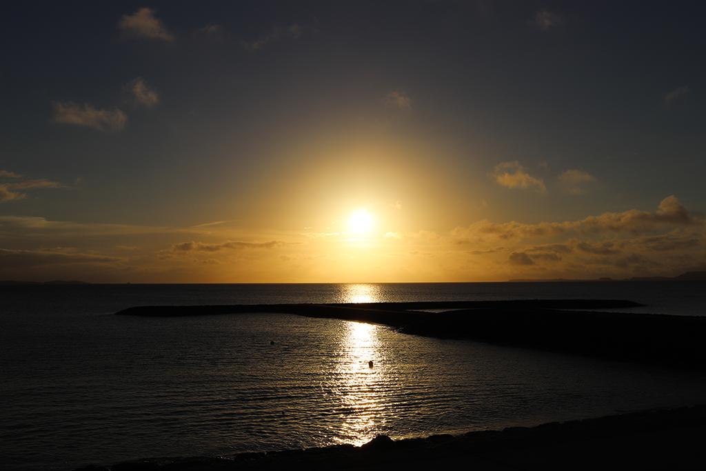 宇堅ビーチで見る朝日